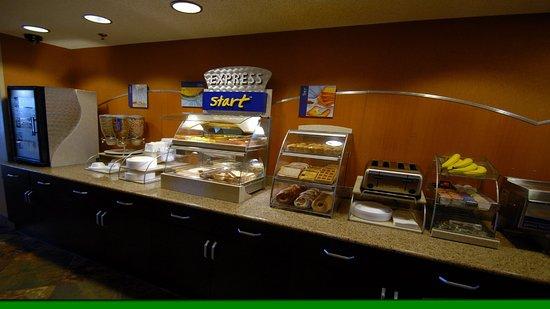 Holiday Inn Express Hotel & Suites Denver Littleton : Breakfast Bar