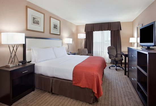 Holiday Inn Country Club Plaza : King Guest Room