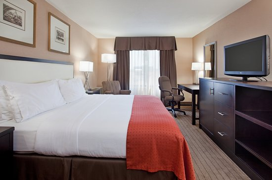 Holiday Inn Country Club Plaza : King Guest Room with Plaza View