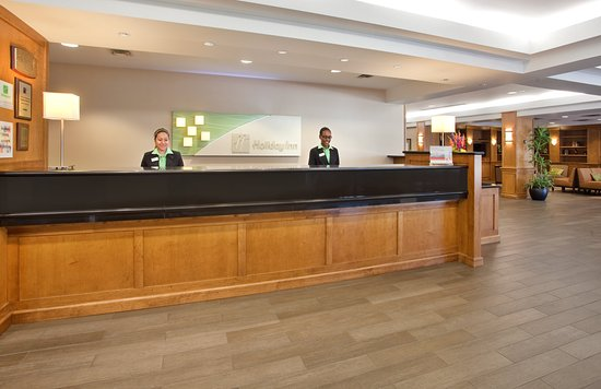 Holiday Inn Country Club Plaza : Front Desk