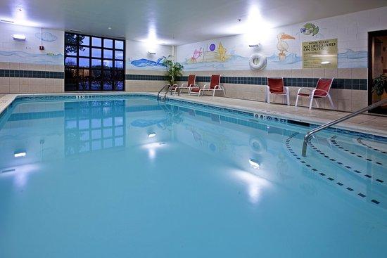 Holiday Inn Express Milford: Swimming Pool