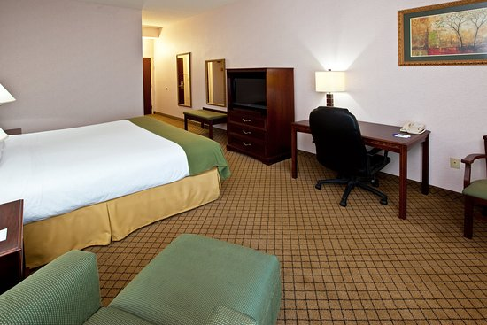 Holiday Inn Express Milford: King Bed Guest Room