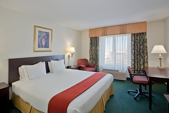Holiday Inn Express Liberal: King Bed Guest Room