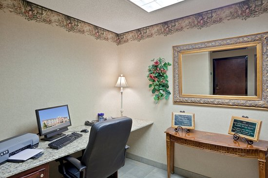 Holiday Inn Express Liberal: Business Center