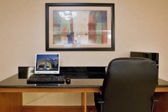 Holiday Inn Express Hotel & Suites Kinston: Business Center
