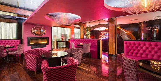 The Ross : The Pink Lounge