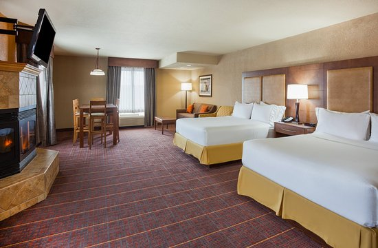 Baxter, MN: Two Queen Executive Suite