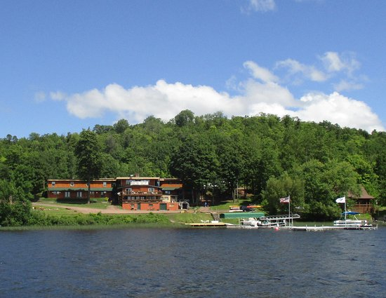 Bergland, MI: AJ's Walleye Lodge