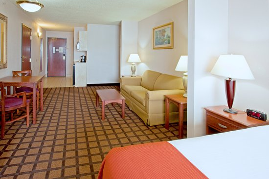 Longview Express Inn: Suite
