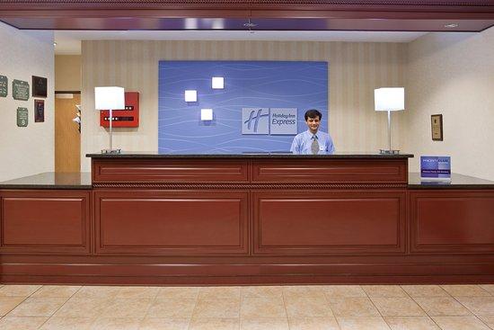 Holiday Inn Express Kendalville: Front Desk