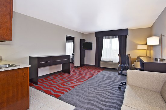 Holiday Inn Express & Suites Columbus Southeast: Guest Two room Suite