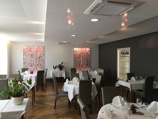 Restaurant la maison blanche dans romaneche thorins avec for Restaurant la maison blanche toulouse