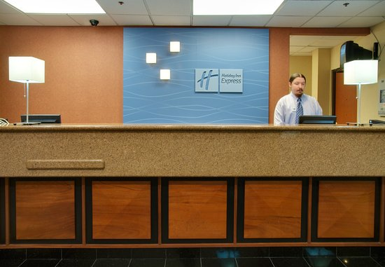 Holiday Inn Express & Suites Houston - Memorial Park Area: Front Desk