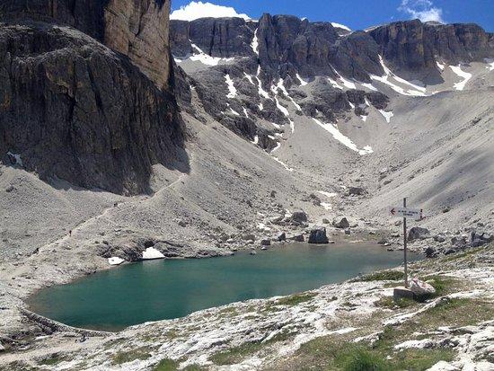 Rifugio Cavazza Franco Al Pisciadu: Laghetto