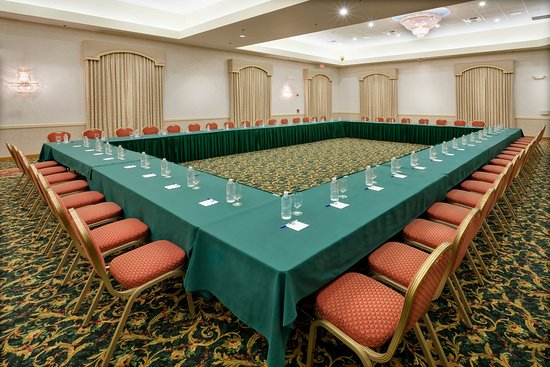 Holiday Inn Express Hotel & Suites Easton: Right spacious room for your next business conference