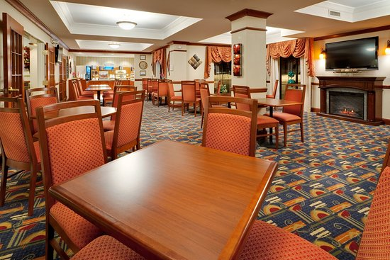 Holiday Inn Express Hotel & Suites Easton: Enjoy breakfast or simply relax in our Great Room