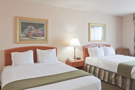 Greensburg, IN: Queen Bed Guest Room