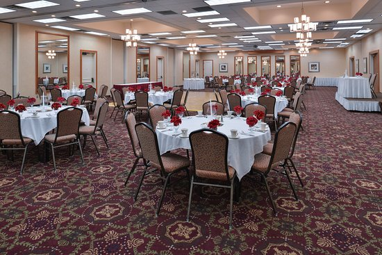 Martinsburg, Virginia Occidental: Utilize our ballroom space for your dream wedding.