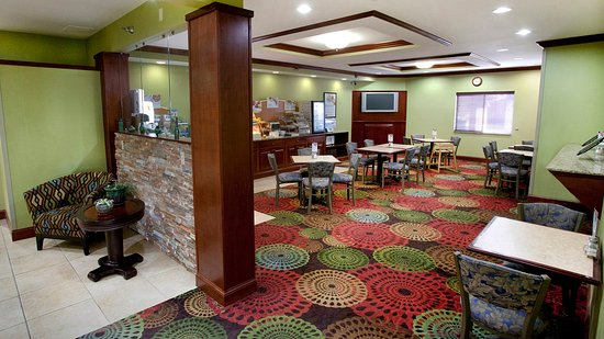 Holiday Inn Express Jamestown: 24 Hr Coffee Station and Sitting Area