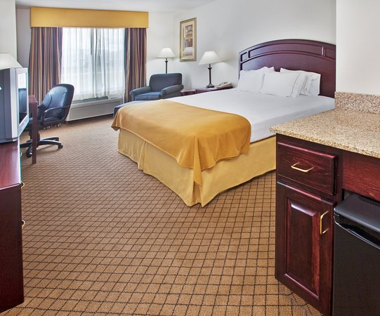 Le Mars, Iowa: King Bed Guest Room