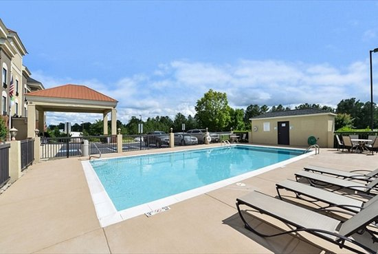 Holiday Inn Express Hotel and Suites Petersburg / Dinwiddie