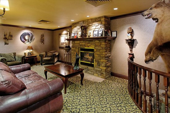 Holiday Inn Express & Suites - The Hunt Lodge : Hotel Lobby
