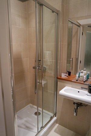 Capital Residence: shower
