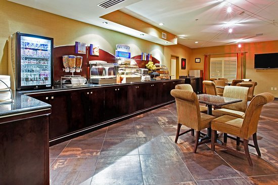 Holiday Inn Express Hotel & Suites Dallas South-DeSoto: Breakfast Area