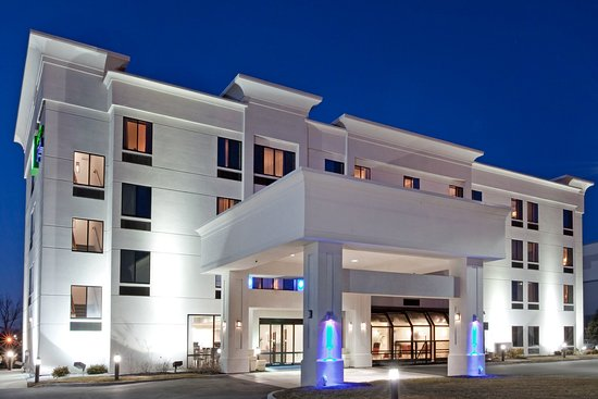 Holiday Inn Express : Hotel Exterior
