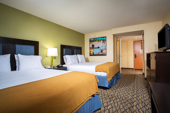 Holiday Inn Express Newport Beach: Guest Room with two Queen beds and free WiFi