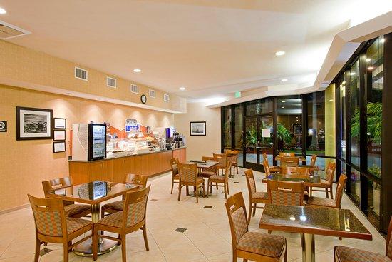 Holiday Inn Express Newport Beach: Breakfast Bar