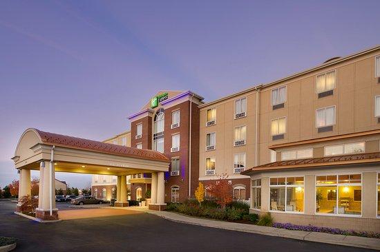 Holiday Inn Express Schereville North: Hotel Exterior