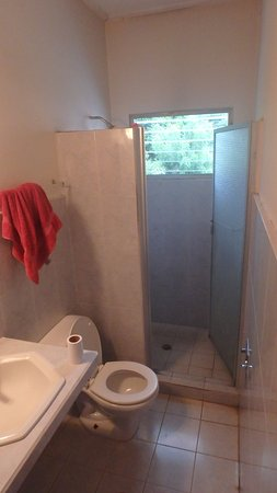 Pension Marilos: The bathroom was relatively large, but no hot water unfortunately