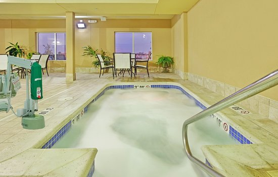 Hastings, NE: Relax in our whirlpool