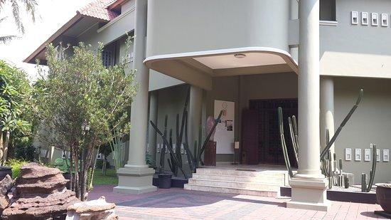 Papa W Guest House & Spa
