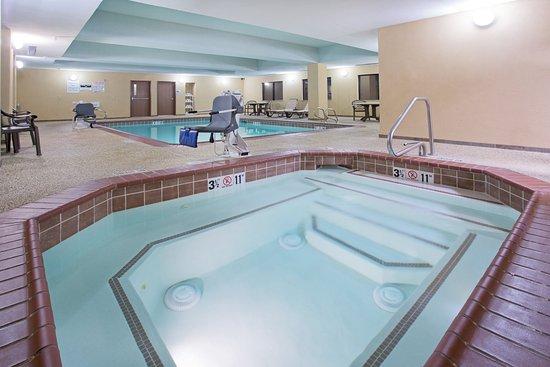 Holiday Inn Express Hotel & Suites Las Vegas: Whirlpool