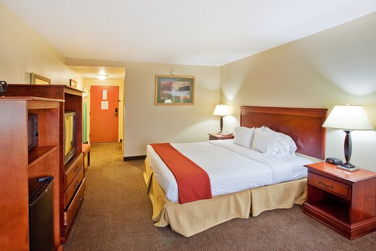 Holiday Inn Express Carrollton: King Bed Guest Room