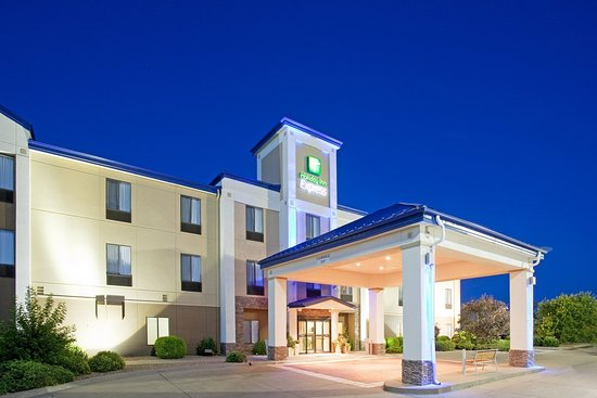 Holiday Inn Express Hotel & Suites Garden City