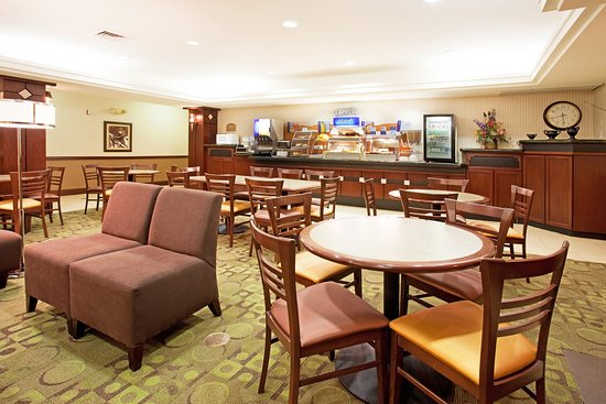 Holiday Inn Express Hotel & Suites Garden City: Breakfast Bar