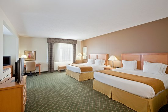 Holiday Inn Express Lincoln South: Two King Beds Guest Room Suite