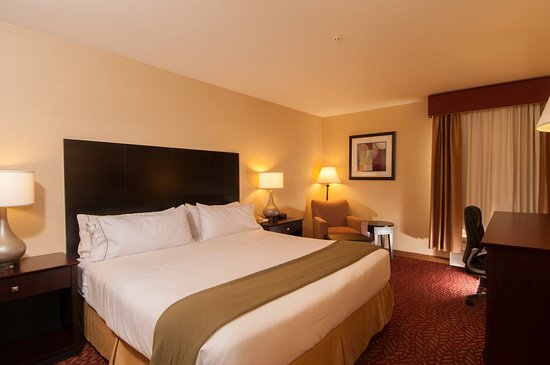 Holiday Inn Express Vernon: King Bed Guest Room