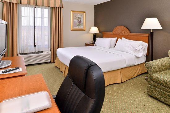 Holiday Inn Express Madison: Suite