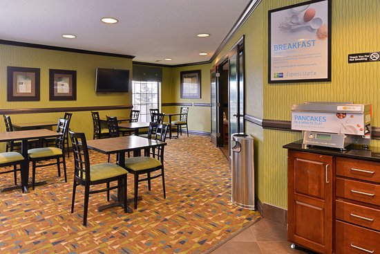 Holiday Inn Express Madison: Breakfast Bar