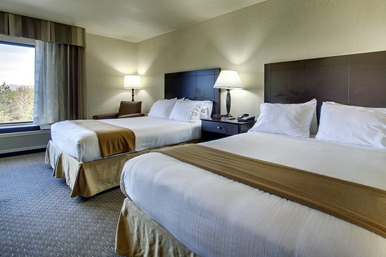 Holiday Inn Express Dahlonega: two queen beds