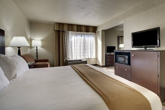 Holiday Inn Express Dahlonega: King Suite