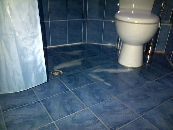 Hotel Evridika: water stays after taking shower for 24 hrs - if you want to use toilet - step into dirty pool