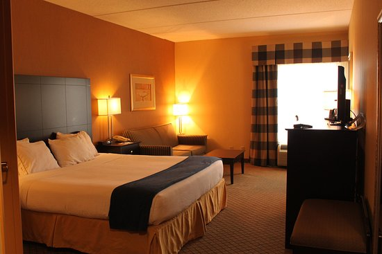 New Columbia, PA: King Bed Guest Room