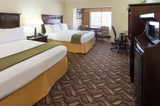 Holiday Inn Express Lompoc: Two Queen Guest Room