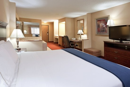 Holiday Inn Express Mt. Vernon: Jacuzzi Suite