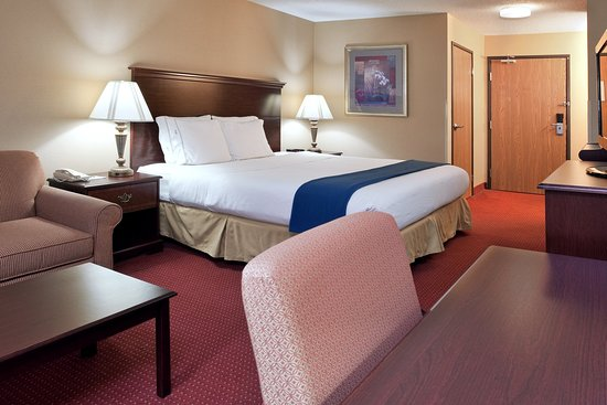 Holiday Inn Express Mt. Vernon: King Bed Guest Room